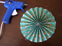 one way to make fan circles with no staples...I wonder how well this works
