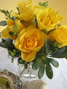 so beautiful! Spanish Flowers, Spanish Moss, Cook Up A Storm, Lemon Lime, Mellow Yellow, Brass Color, Yellow Roses, Hydrangea, Tablescapes