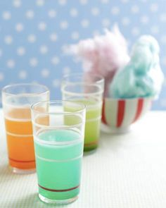 Cotton Candy Lemonade, your glasses with ice and lemonade. a small piece of cotton candy and place in each glass. the cotton candy melt and change the color of your lemonade! Cocktails, Non Alcoholic Drinks, Party Drinks, Fun Drinks, Yummy Drinks, Beverages, Cold Drinks, Cotton Candy Lemonade Recipe, Cotton Candy Vodka
