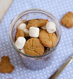 S'mores Chia Pudding - Smiths food and drug Yummy Appetizers, Delicious Desserts, Yummy Food, Ww Recipes, Snack Recipes, Chocolate Almond Milk, Chia Pudding, Pudding Recipe, Biscuits And Gravy