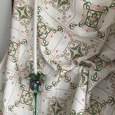 Mantel bordado  Embroidery tablecloth