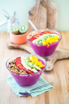 Dragon Fruit Smoothie Bowl ~ I loved the Citrus bowl I had at the Growl (great beet juice too) in Orange CA - this recipes reminds me of that......
