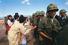 "<a href=""https://flic.kr/p/NmzFvV"" rel=""nofollow"" target=""_blank"">flic.kr/p/NmzFvV</a> | Phù Cát 1973 - Tiễn binh sĩ Đại Hàn về nước | 03 Feb 1973, Phu Cat, Vietnam --- Phu Cat, Vietnam: Republic of Korea Forces get pleasant send off from pretty South Vietnamese girls during ceremonies prior to their going home. Lt. Gen. Lee Sae Ho, commander of Republic of Korea forces in Vietnam, delivered speech at ceremonies at Phu Cat Base, some 260 miles north of Saigon. --- Image by © Bettmann/CORBIS  Photo by Willie Vicoy"