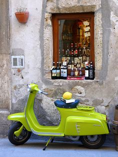 vespa in Pitigliano, Tuscany #Italy spent Christmas 2012 here. Unfortunately never got to ride one of theses little babies!!