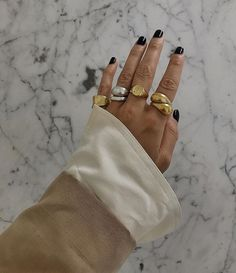 The minimalist jewelry brands that you * always * have on your favorite fashions . - The minimalist jewelry brands that you * always * see on your favorite fashion connoisseurs … - Luxury Jewelry, Gold Jewelry, Vintage Jewelry, Jewelry Accessories, Fashion Accessories, Women Jewelry, Fashion Jewelry, Jewelry Shop, Fine Jewelry