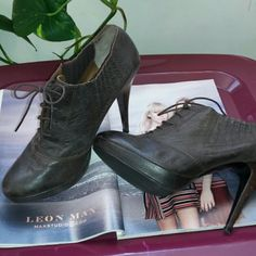 Sale New Zara Women Leather Booties Boots 11 New. Beautiful leather. Stretch panels on either side. Zara Shoes Ankle Boots & Booties
