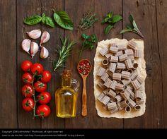 Foto 'Whole wheat pasta, vegetables, herbs and olive oil' von 'katrinshine'