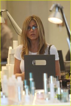 Celebs who can't stand Jennifer Aniston - Celebrities Female Jennifer Aniston Glasses, Jennifer Aniston Dress, Jeniffer Aniston, Jennifer Aniston Pictures, Rachel Green, Beautiful Person, Brad Pitt, Actresses, Celebrities