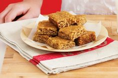 Anzac Slice - What do you get when you combine an Anzac biscuit with a slice? These delectable treats, perfect for tea-time indulgence! Anzac Biscuits, Buttery Biscuits, Cheesecake Toppings, Cheesecake Bites, Peanut Butter Slice, Peppermint Slice, Jelly Slice, Little Lunch, Christmas Food Gifts