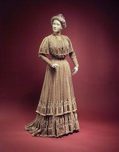 Afternoon dress Jacques Doucet (French, Paris 1853–1929 Paris)  Date:     ca. 1903 Culture:     French Medium:     silk Dimensions:...
