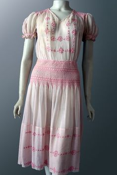 Genuine vintage Hungarian embroidered and smocked 'peasant' dress in soft, gauzy pink cotton voile. Unique Fashion, Vintage Fashion, Vintage Dresses, Vintage Outfits, Vintage Clothing Online, Under Dress, Feminine Dress, Short Sleeve Dresses, Summer Dresses