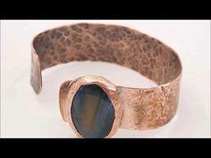 bracciale rame martellato con occhio di tigre blu incastonato - YouTube Handmade Bracelets, Cuff Bracelets, Handmade Jewelry, Handmade Design, Handmade Items, Etsy Handmade, Copper Accessories, Ethnic Chic, Ethnic Jewelry