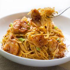 http://www.skinnymom.com/2014/05/02/bang-bang-shrimp-pasta/