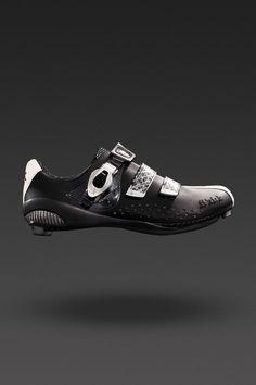 r3-donna cycling shoe by fi'zi:k. kangaroo leather and microfiber upper with carbon reinforced heel-cup and outsole.