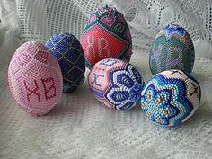 The Beading Gem's Journal: How to Bead an Easter Egg Tutorial...Tutorial is in Russian, but lots of pictures!
