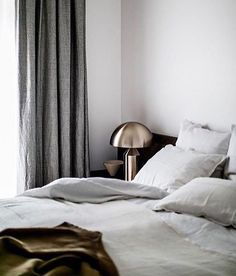 'Minimal Interior Design Inspiration' is a weekly showcase of some of the most perfectly minimal interior design examples that we've found around the web - all Interior Design Examples, Interior Design Inspiration, Bedroom Inspo Grey, Tadelakt, Gray Interior, Interior Colors, Room Interior, Bedroom Layouts, Design Blog