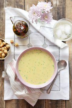 Cook me tender: Sopa fría de pepino con curry https://www.pinterest.com/macaderus/cocinando-rico-sopas-y-cremas/