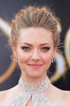 Amanda Seyfried took the 2013 Oscars red carpet by storm with a decidedly gorgeous updo.
