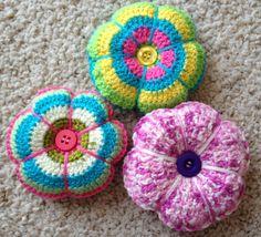 Crochet pincushion - Almohadilla para agujas en crochet