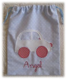 Camisetas personalizadas - lazos de tul Lil Aaron, Crafts To Do, Diy Crafts, Bottle Bag, Sewing Projects, Kids Fashion, Patches, Pouch, Textiles