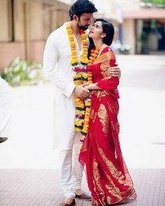 Indian Bride and Groom in red gold silk Kanjeevaram saree. Indian Wedding Couple Photography, Indian Wedding Photos, Indian Wedding Outfits, Bridal Photography, Bridal Outfits, Girl Photography, Wedding Pictures, Bridal Poses, Bridal Photoshoot