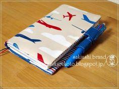 バタフライペンホルダーの手帳カバーの作り方 | 咲牛印-カルトナージュとソーイングのレシピサイト