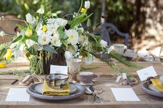 western nomadic rustic tablescape| Buena Lane Wedding Photography | Styling and Flowers: @Lilify | via @Ruffled