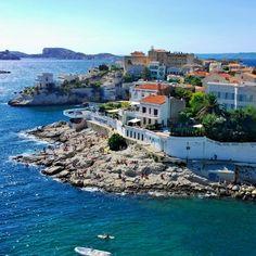 19 preuves que Marseille est la plus belle ville du monde Lisa Schafer Villas, Places To Travel, Places To Visit, Provence France, Cassis France, Ville France, Voyage Europe, Belle Villa, France Europe