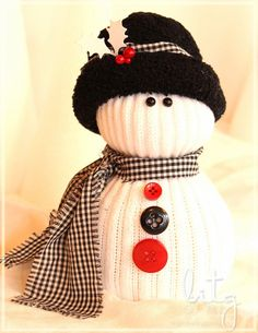 I've seen these lil' sock snow people for years at craft shows and online but never had time to make any.   But this year I vowed to ge...