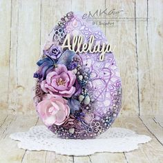 Pierwsza pisanka/ First Easter egg Easter Egg Crafts, Easter Art, Easter Eggs, Candy Crafts, Egg Designs, Egg Art, Egg Decorating, Flower Arrangements, Diy And Crafts