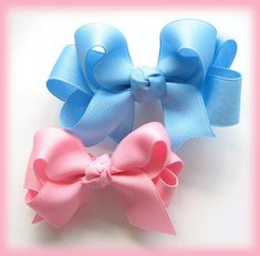 How to make double ruffle ribbon hairbow/hair bow clip - Hip Girl Boutique Free Hair Bow Instructions--Learn how to make hairbows and hair clips, FREE! Ribbon Hair Bows, Diy Hair Bows, Diy Bow, Bow Hair Clips, Bow Clip, Hair Bow Tutorial, Making Hair Bows, Bow Making, Boutique Hair Bows
