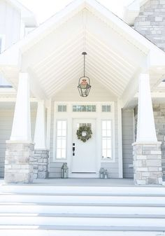 Super ideas for exterior house porch lanterns Future House, Porch Lanterns, White Lanterns, Br House, Halls, Exterior Light Fixtures, Porch Lighting, Outdoor Lighting, Entrance Lighting