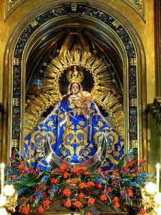 Imagen de la Santísima Virgen del Rosario, altar mayor del templo de Santo Domingo, Guatemala. 2009.