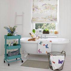 Bath tub shelf