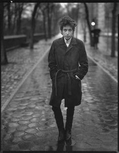 Bob Dylan, musician, Central Park, New York, February 10, 1965. Photo Richard Avedon/ San Francisco Museum of Modern Art © 2009 The Richard Avedon Foundation