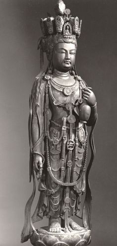 九面観音像-kumenkannonzou-(Avalokiteśvara Bodhisattva) The bodhisattva who rescues people from suffering. The statue of the 観音(kannon) with the head of 9. 法隆寺(houryuuji)