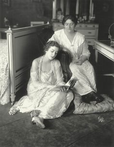 L to R: Fanny with her mother, Rose Borach, the matriarch of the family, New York, ca 1911. After Fanny's father, Charlie, quit a good job to think up get-rich-quick schemes, drink and play pinochle, Rose threw him out and took the family's four children.
