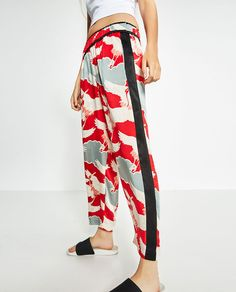 Image 4 of LOOSE FIT PRINTED TROUSERS from Zara