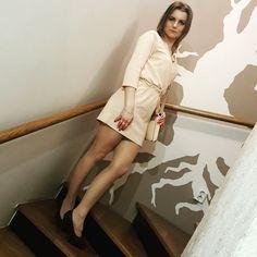 My lifestyle and fashion: Brzoskwiniowa sukienka w połączeniu z ramoneską.