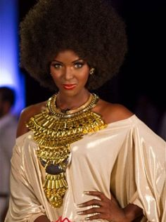 This is Amara Santos aka Amara La Negra,a singer and entertainer from Dominican republic, isn't she gorgeous, I love her look!