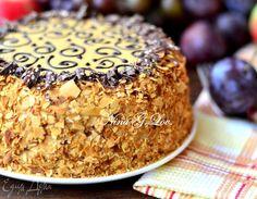 Торт «Муравейник»  Быстрый в приготовлении и очень вкусный торт. Нежный сливочный крем, песочное тесто и миндально-шоколадный декор. Отличное угощение к вечернему чаепитию! #готовимдома #едимдома #кулинария #домашняяеда #торт #выпечка #десерт #муравейник #чаепитие #угощениедлявсех #семейноечаепитие