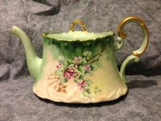 Tressemanes & Vogt T Limoges Venice Dogwood teapot artist initialed JHF 1904 Excellent༺נαηιє♥кαтнℓєєη༻ Antique China, Vintage China, Vintage Tea, Antique Art, Vintage Dishes, Cuppa Tea, Teapots And Cups, Tea Service, My Cup Of Tea