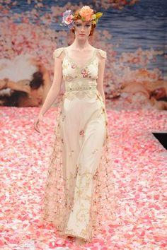 Browse hundreds of wedding dresses from Vera Wang, Jenny Packham, Oscar de la Renta, Pronovias, Bruce Oldfield and more (BridesMagazine.co.uk)