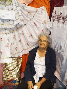 La Pollera, vestido folklórico de la mujer panameña, confección, fotografías, descripción, uso de la pollera panameña.