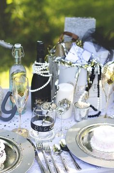 Gold, black and white themed Gatsby table setting and decorations #wedding #reception #tablescape #gatsby #vintage