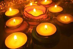 Milhares de velas podem ser acesas de uma única vela e a vida da vela não será encurtada. Felicidade nunca diminui ao ser compartilhada.  [Buda]