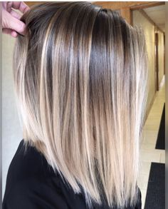 Pin by melanie pena on hair in 2019 hair styles, balayage hair, hair color. Straight Hair Highlights, Balayage Straight Hair, Hair Color Highlights, Hair Color Balayage, Short Balayage, Ombre On Short Hair, Balyage Short Hair, Dark Roots Blonde Hair Balayage, Balayage Lob