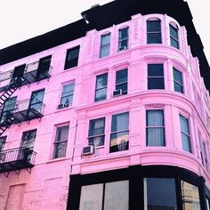 SnapWidget | Pretty in pink.  #flashesofdelight by @bigcitytyro #nyc