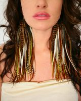 I don't know why, but I love these feather earrings.