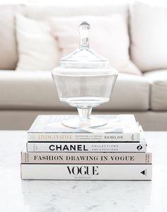 Books decor home Chanel Coffee Table Book, Fashion Coffee Table Books, Fashion Books, Books On Coffee Table, Coffee Table Candy Dish, Diy Fashion, Fashion Bedroom, Club Fashion, Vogue Fashion